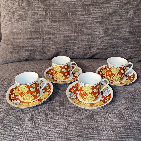 4 Vtg porcelain demitasse daisy cups and saucers
